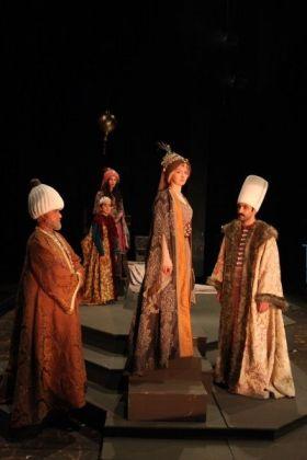 kosem sultan ibb sehir tiyatrolari muhsin ertugrul sahnesi